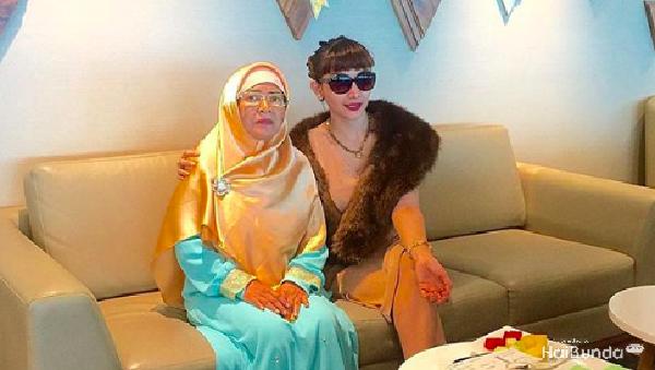 Isak Tangis Roro Fitria Ceritakan Kembali Kenangan dengan Ibunda