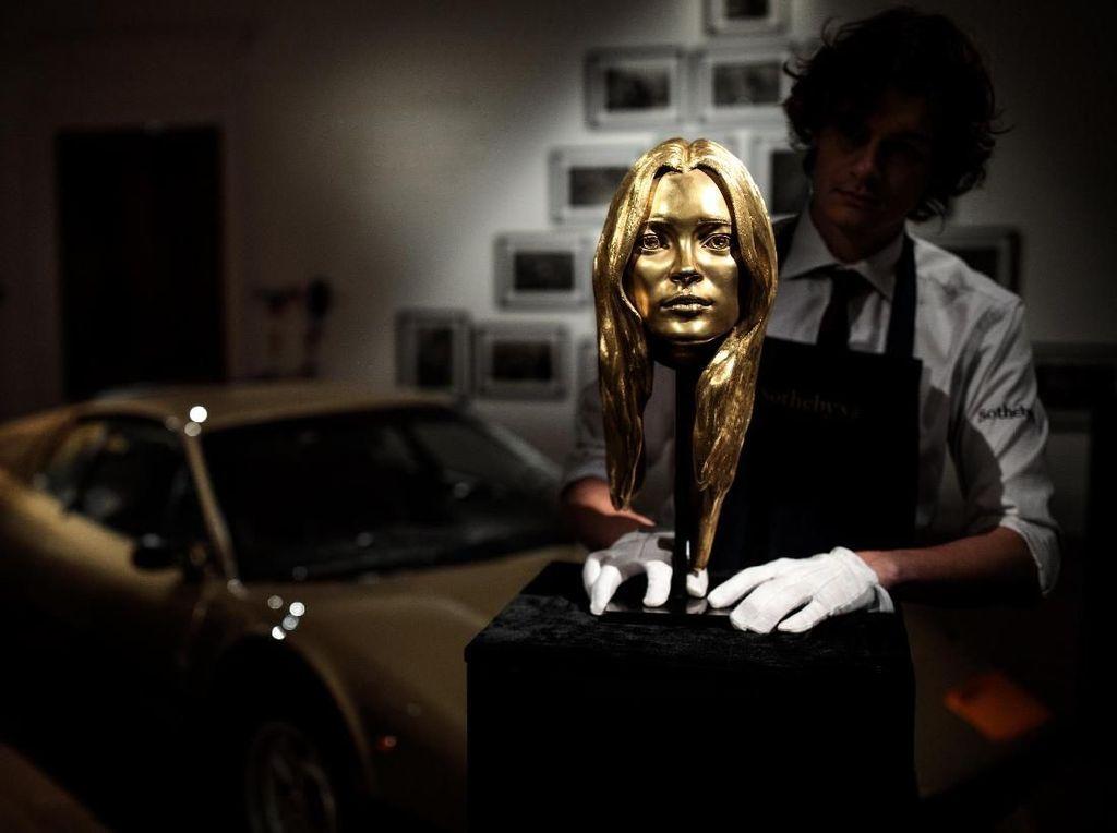 Wow! Patung Kepala Kate Moss Dilelang Rp 6 M