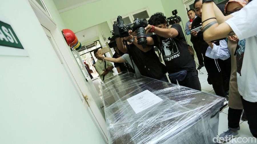 Jenazah Ibunda Bertolak ke Yogyakarta, di Mana Roro Fitria?