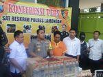 Polisi Gagalkan Pengiriman Ribuan Liter Arak di Lamongan