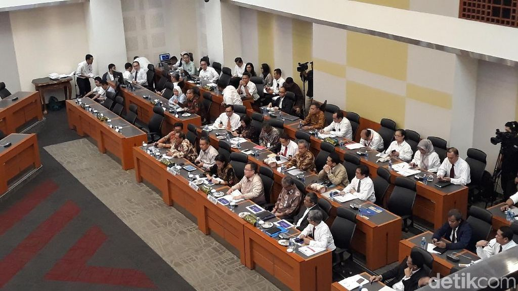 Sri Mulyani Cs dan DPR Rapat Bahas RUU APBN 2019
