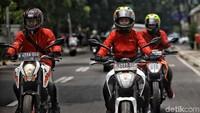 Program ini sebenarnya bukanlah barang baru, detikOto telah melakukannya beberapa waktu lalu. Namun, petualangannya akan cukup berbeda karena tim akan menjelajah Jakarta-Cirebon-Semarang-Surabaya menggunakan motor KTM Duke 200, New Duke 250, dan Duke 390. Foto: Pradita Utama