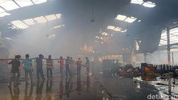 2 Gudang Pabrik Mebel di Pasuruan Terbakar, Diduga Korsleting