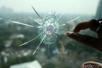 Begini Kaca Ruang Kerja Wenny Warouw yang Tertembus Peluru