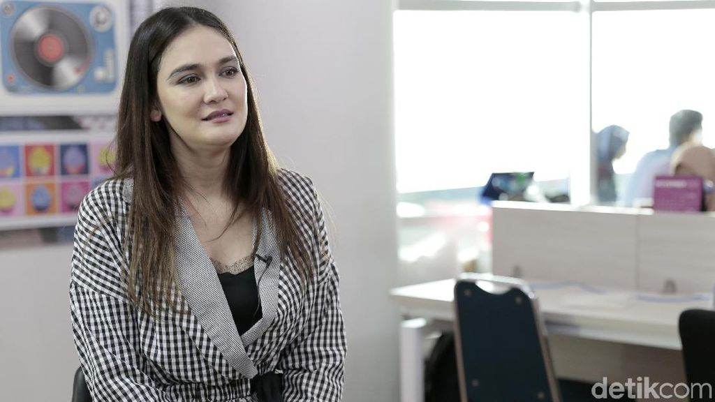 Luna Maya Yakin Suzzanna Tahu Ada Penerus Warisan Filmnya