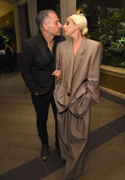 Lady Gaga dan tunangannya, Christian Carino. Foto: Getty Images