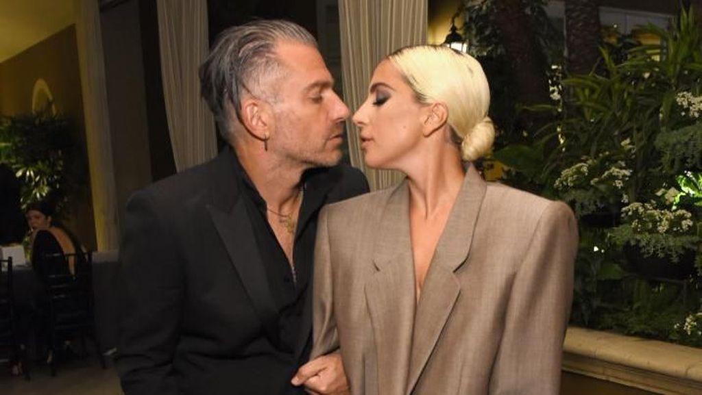 Lady Gaga Tunangan Lagi, Ini Cincin Tunangannya Seharga Rp 6 Miliar