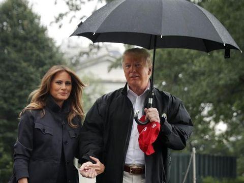 Membiarkan Istri Kehujanan, Donald Trump Disebut Netizen Tidak Gentle