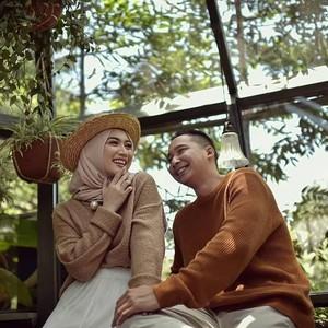 Gaya Hijab Melody Eks JKT 48 Saat Foto Prewed, Makin Cantik!