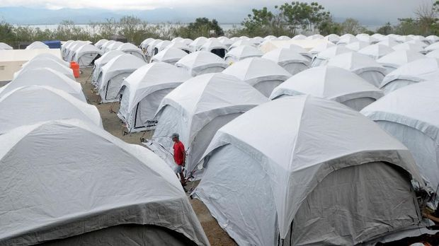 Tenda tempat tinggal terpadu bagi pengungsi terdampak gempa di Loli Saluran, Kabupaten Donggala, Sulawesi Tengah, Sabtu (13/10).