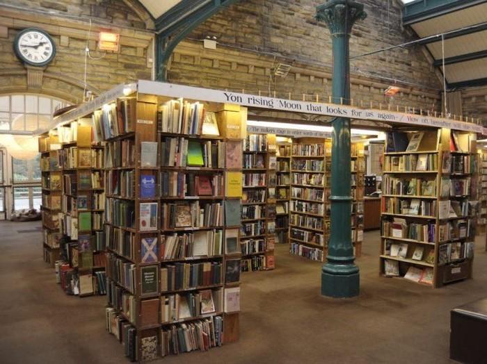 Toko buku barter di Alnwick, Inggris.