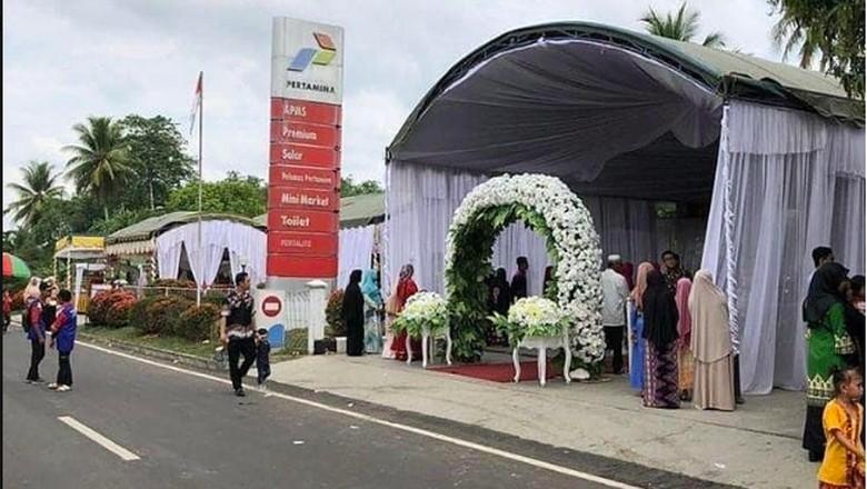 SPBU dijadikan tempat pernikahan Foto: Pool (Indonesia Crazy Picture)