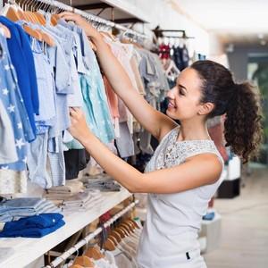 5 Cara Berhemat Saat Berbelanja Baju Anak