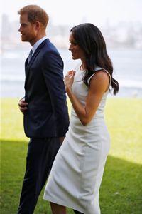 Hamil 3 Bulan, Meghan Markle Pamer Perut Buncit Pakai Gaun Putih