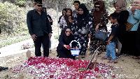 Usai Kunjungi Makam Ibunda, Roro Fitria Balik ke Rutan