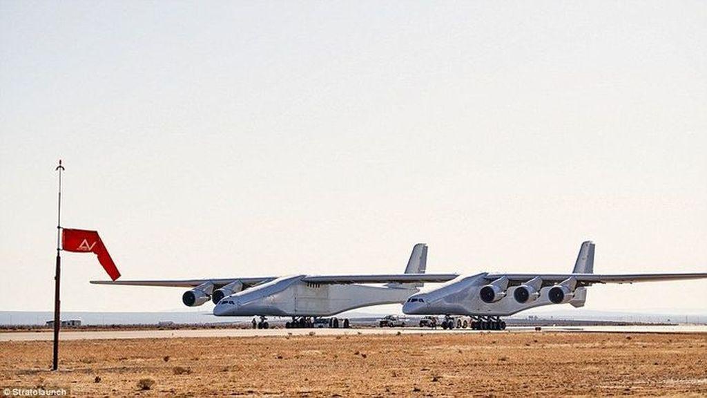 Inilah Stratolaunch, pesawat yang disebut terbesar di dunia. Dia didanai oleh Paul Allen, pendiri Microsoft yang baru saja meninggal dunia.(Foto: Stratolaunch)