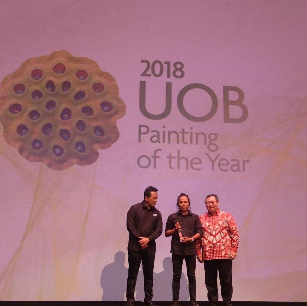 Lukisan Abstrak Suvi Wahyudianto Juarai Kompetisi Seni UOB 2018