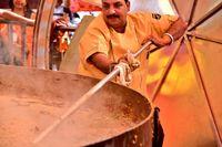 Chef Ini Pecahkan Rekor Dunia dengan Masak 3000 kg Nasi Khas India