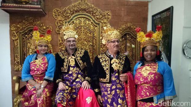 Delegasi IMF-WB jajal pakaian adat Bali