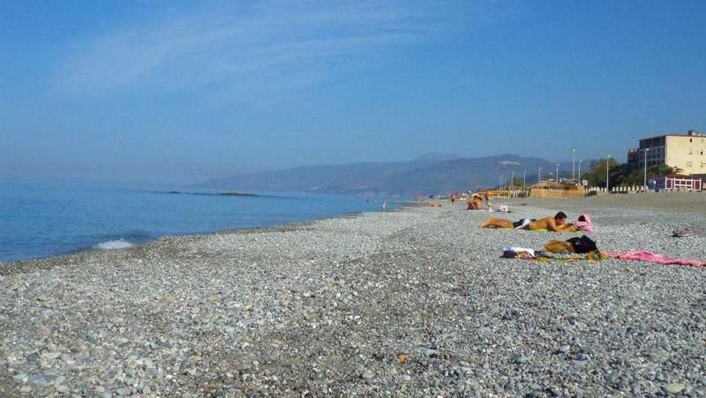 Paola, Pantai Cantik Favorit Warga Lokal di Italia Selatan