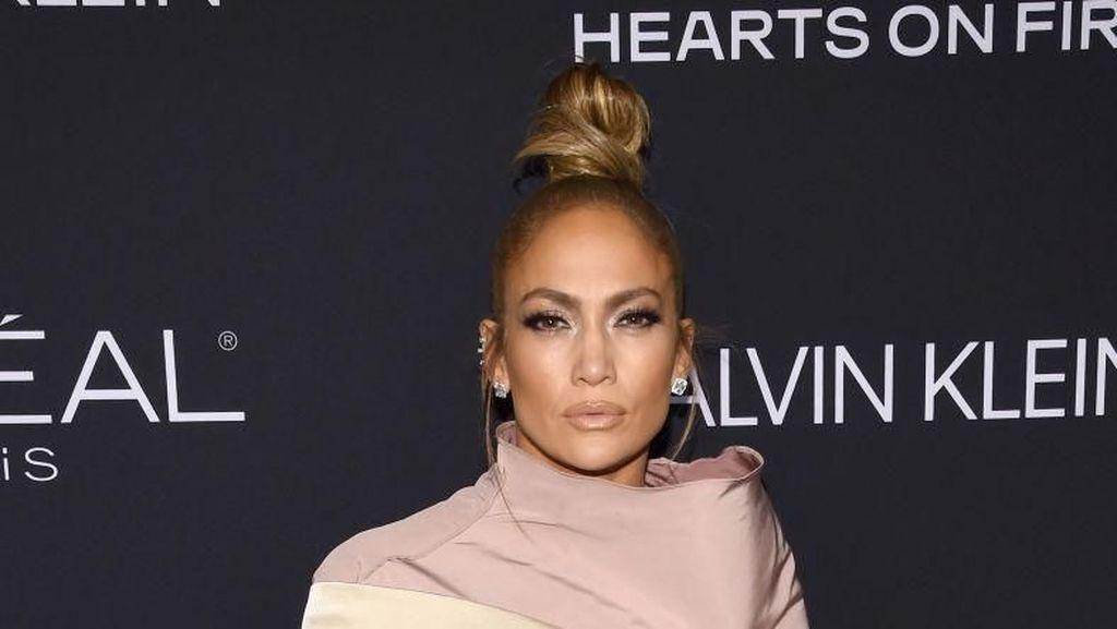 Jadi Tamu Acara di Qatar Selama 20 Menit, Jennifer Lopez Dibayar Rp 29 M