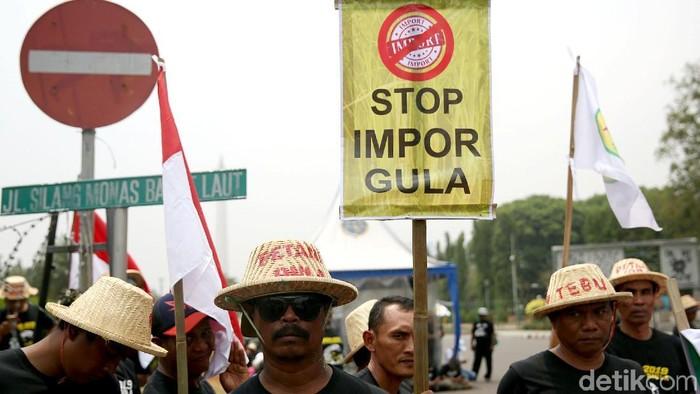 Aksi demo petani tebu (Foto: Agung Pambudhy)
