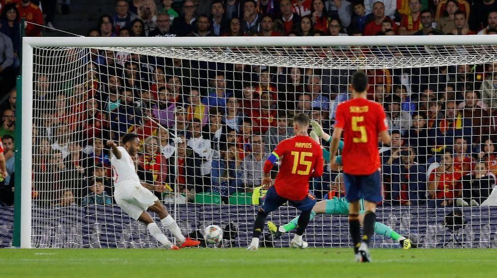 Spanyol Dikalahkan Inggris, Ceballos: Babak Pertama seperti Bencana