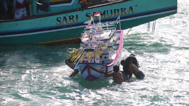 tradisi lomban di Jepara