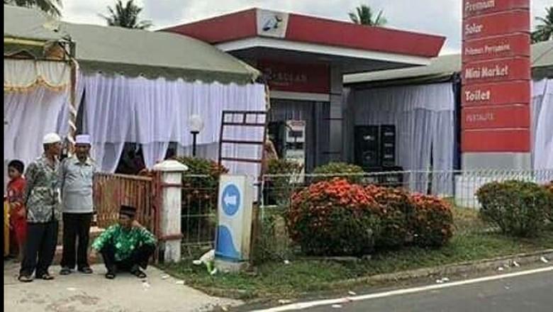 SPBU menjadi tempat pernikahan Foto: Pool (Indonesia Crazy Picture)