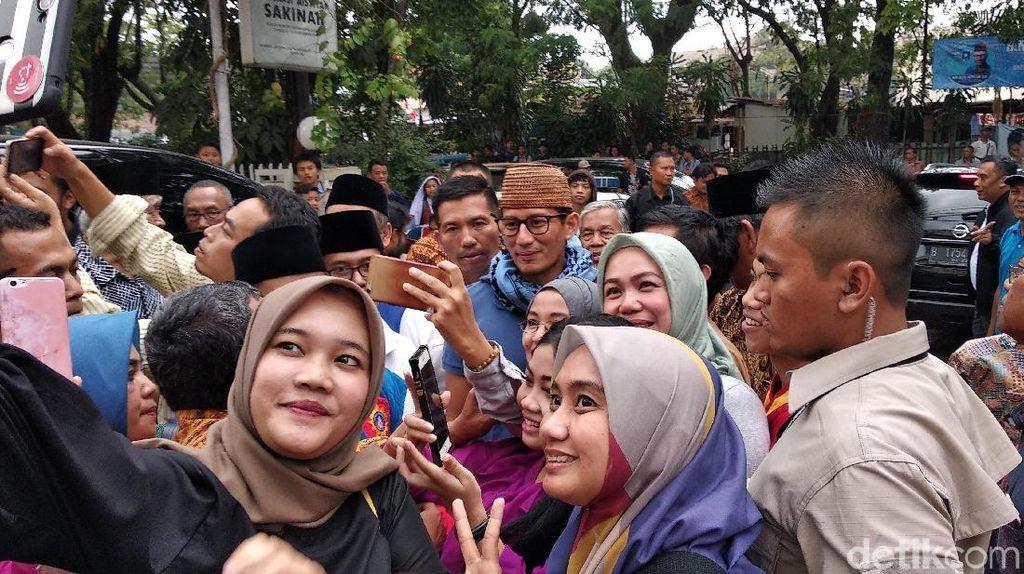 Bertemu Muhammadiyah Bandung, Sandiaga Diperebutkan Emak-emak