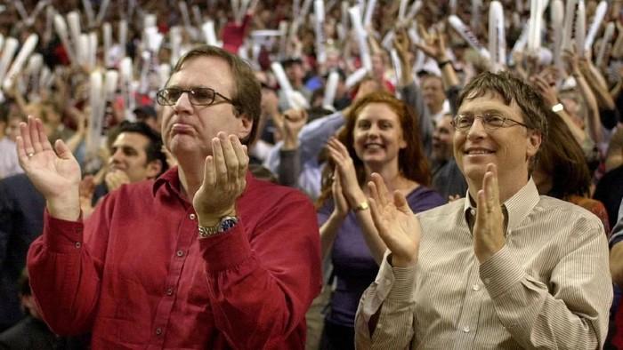 Paul Allen (kiri) memiliki kesamaan dengan Bill Gates, yaitu gemar memberikan sedekah. Foto: Reuters