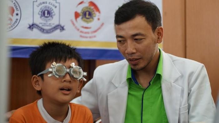 Fungsi penglihatan yang terganggu dapat memengaruhi proses belajar anak. (Foto: Annissa Widya Davita/detikHealth)