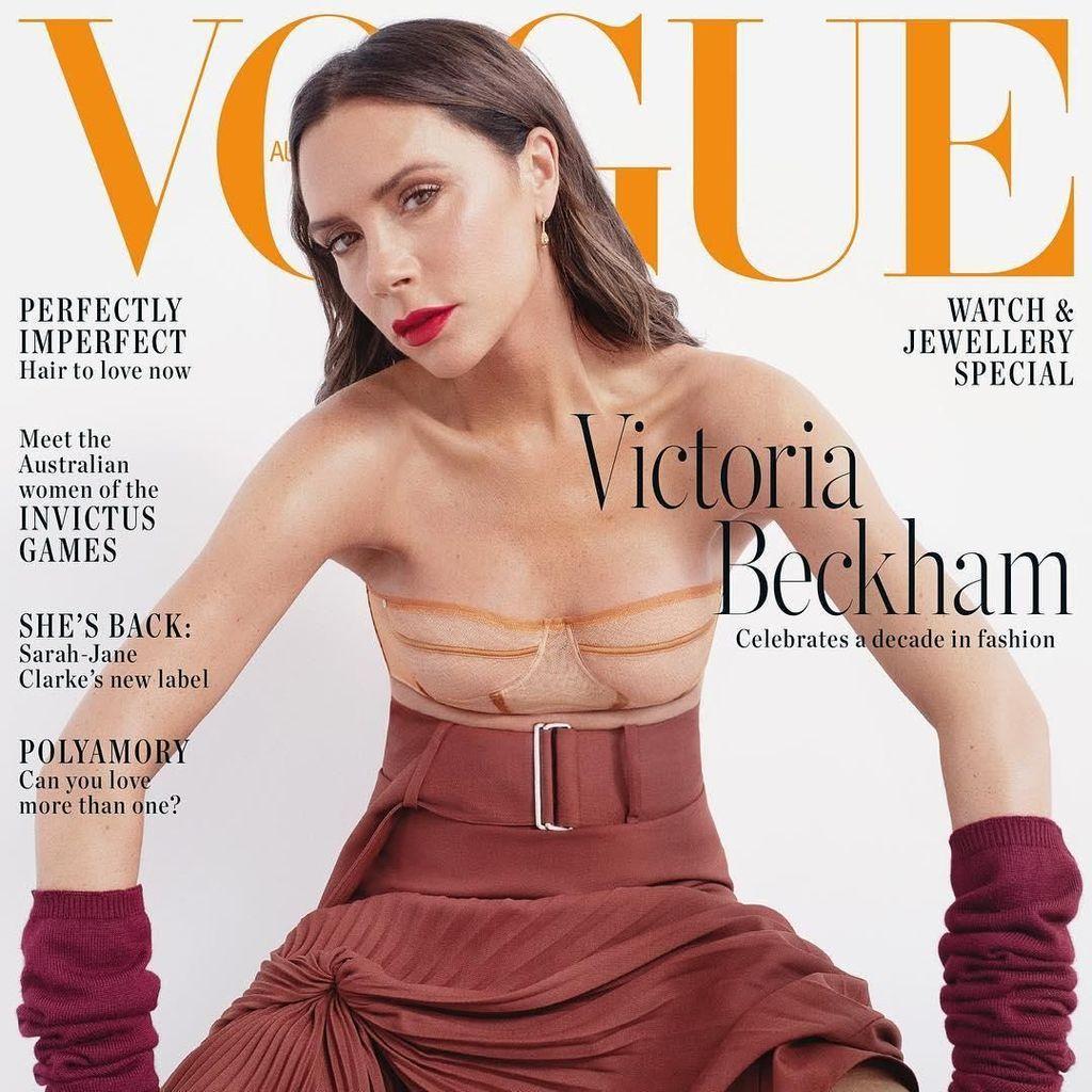 Tampil High-Fashion di Vogue, Netizen Gagal Fokus ke Dada Victoria Beckham