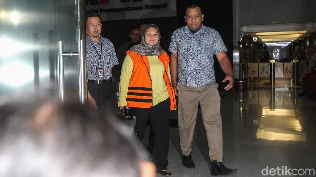 Mengintip Hijab Premium yang Dipakai Bupati Bekasi Saat Ditangkap