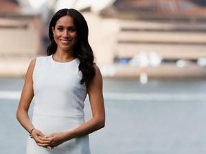 Meghan Markle Pakai Baju Kembar dengan Mantan Cantik Pangeran Harry