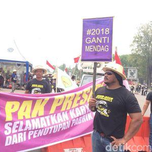 Ratusan Petani Tebu Demo di Depan Monas Minta Setop Impor Gula