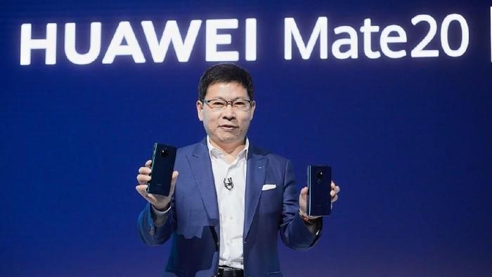 CEO Huawei Mobile  Richard Yu saat memperkenalkan Mate 20 Series. Foto: Huawei