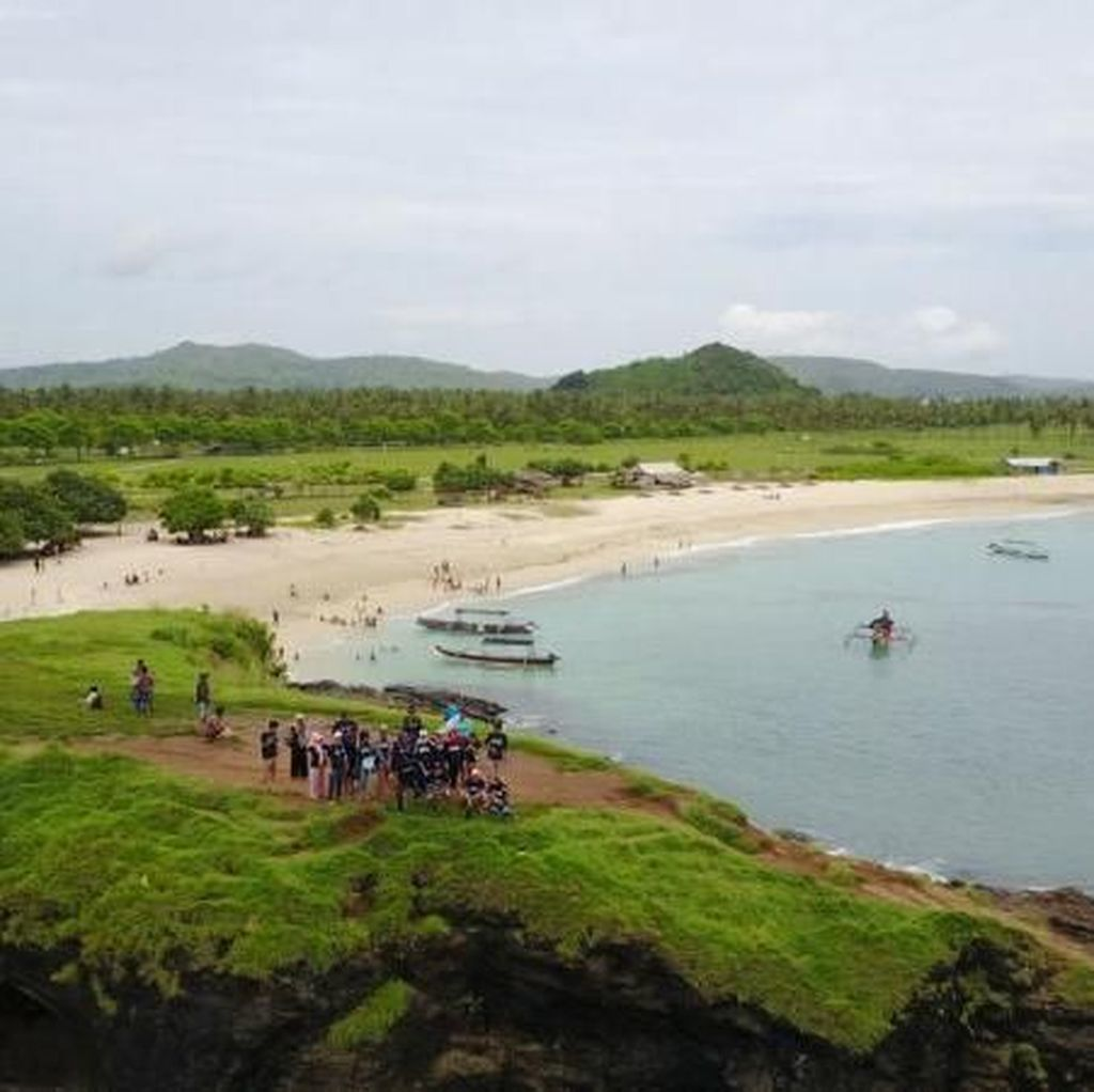 Wajah Cantik Pantai Tanjung Aan dari Ketinggian