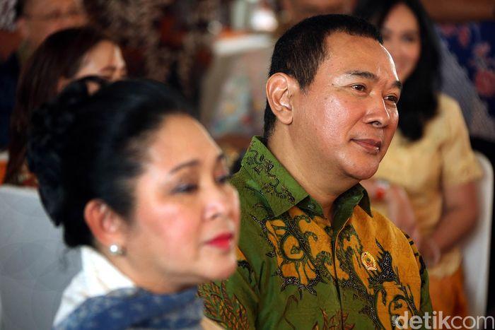 Putra dari Presiden ke-2 Indonesia Soeharto itu membuka supermarket bernama GORO.