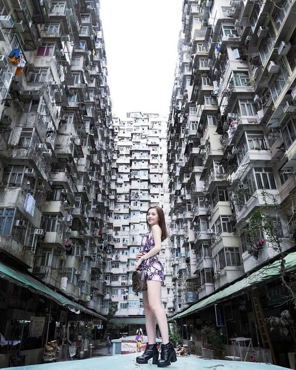 Mabel dan apartemen Hong Kong yang terkenal padat dan beautifully chaos. (Instagram/@mabel_goo)