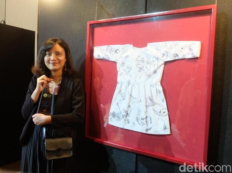 Di Balik Karya Ajeng Martia Saputri yang Menang Kompetisi Seni UOB