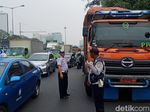 Ancaman Walkot Bekasi ke Anies di Tengah Gaduh Truk Sampah