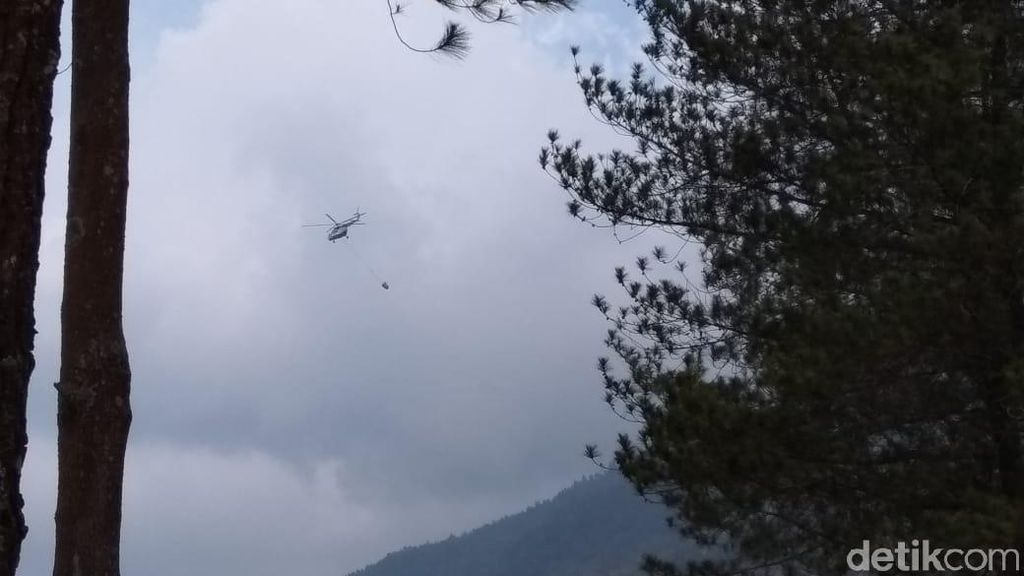 Cuaca Buruk, Pemadaman Api di Gunung Merbabu dengan Heli Disetop