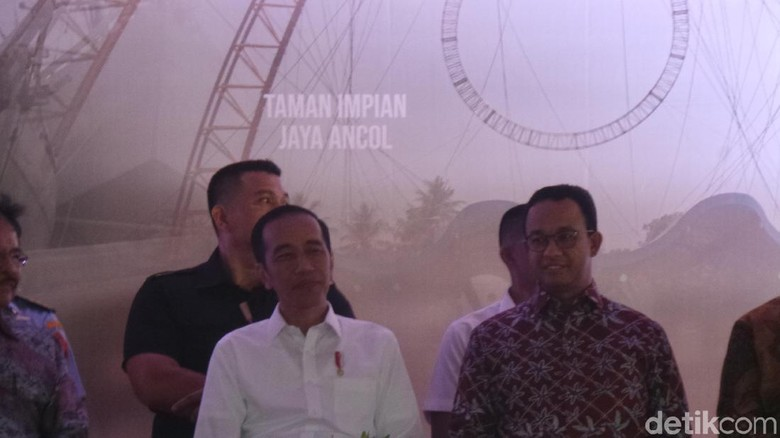 Jokowi Bagikan 10 Ribu Sertifikat Tanah di Marunda