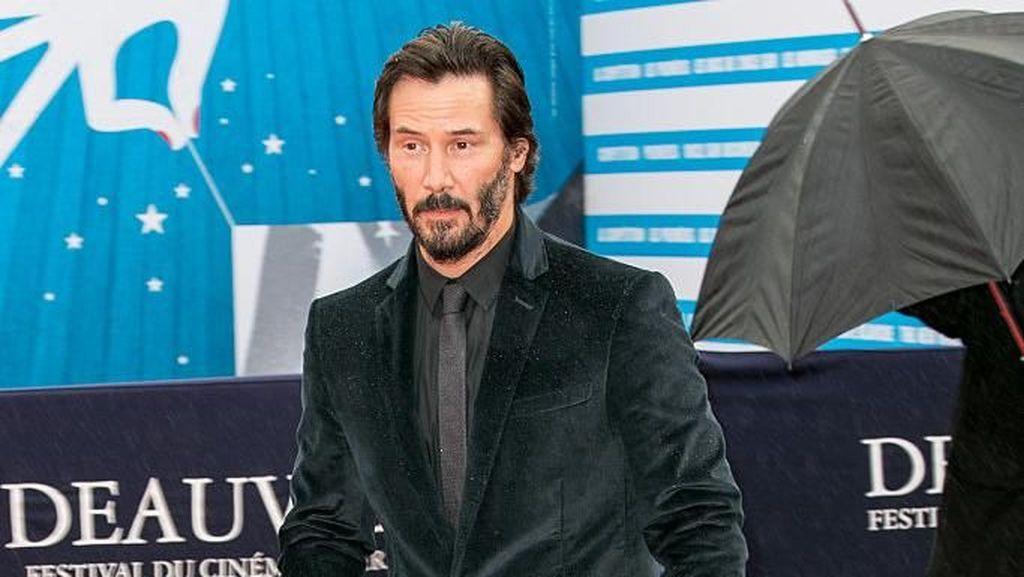 Beramal Jutaan Dollar, Keanu Reeves Pernah Tinggal di Kontrakan
