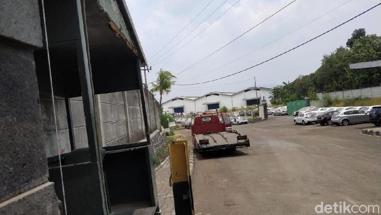 Suasana pabrik Esemka di Cileungsi yang dipenuhi mobil Gelly Foto: Ridwan Arifin/detikOto