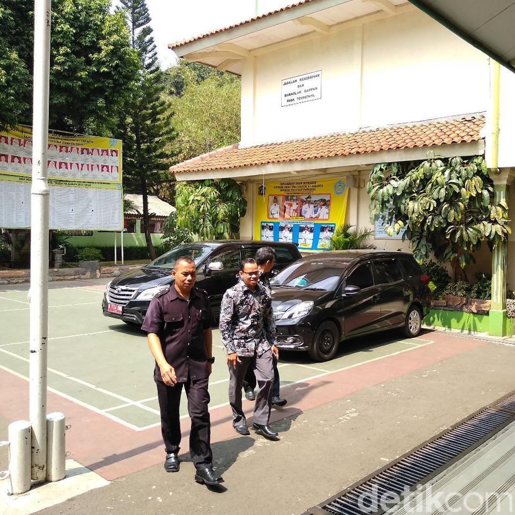 Kasus Guru Nelty, Kak Seto dan Ketua Bawaslu DKI Sambangi SMA 87