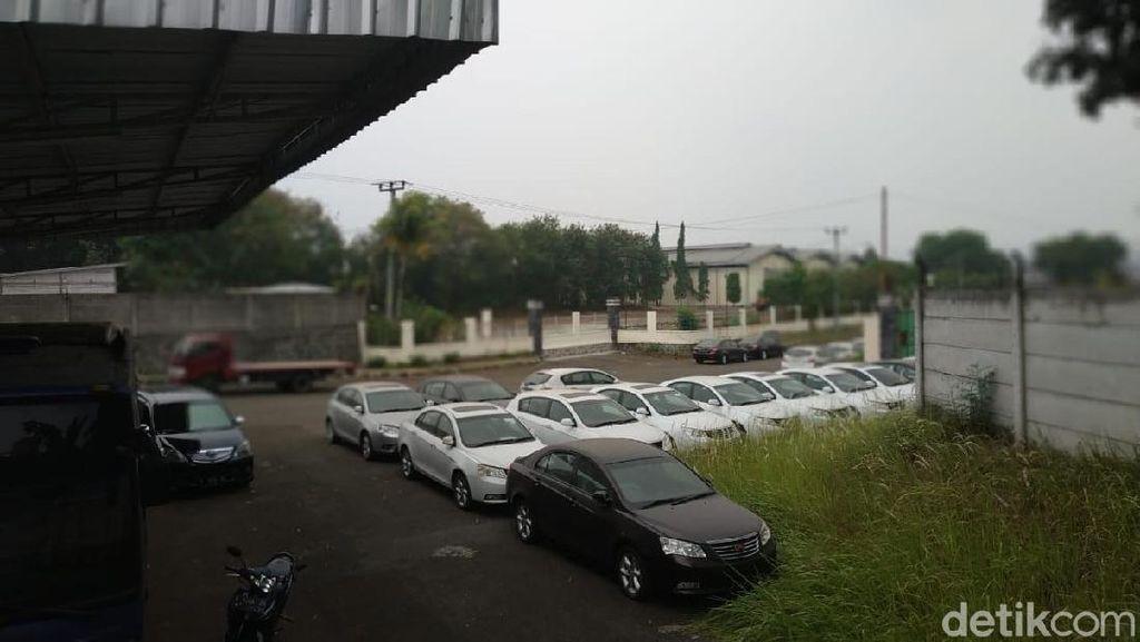 Ratusan Mobil Geely Masih Nongkrong di 'Pabrik Esemka'