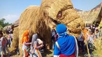Foto: Uniknya Puluhan Patung Jerami di Grobogan