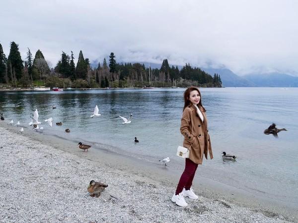 Tak lengkap berkunjung ke Selandia Baru tanpa mampir ke Danau Wakatipu yang jadi ikonnya. (Instagram/@mabel_goo)